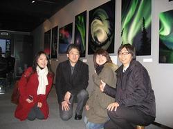 オーロラ展で中垣哲也さんと.jpg
